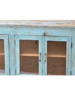 Prosklená skříňka z teakového dřeva, tyrkysová patina, 160x49x81cm
