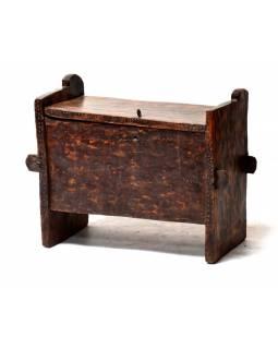Stará truhlička z teakového dřeva, zdobená řezbami, 75x33x60cm