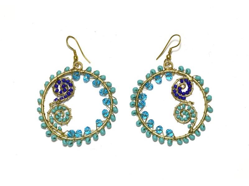 Kruhové visací náušnice s tyrkysovými a modrými korálky, zlatý kov