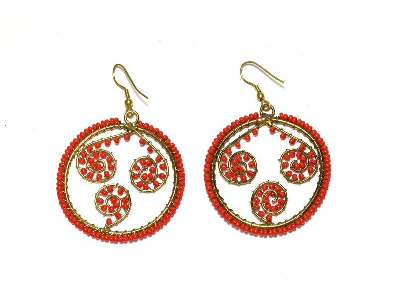 Kruhové visací náušnice s červenými korálky, zlatý kov
