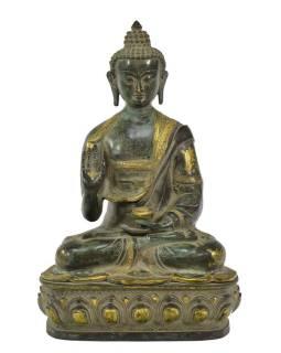 Buddha ochránce (Abhaya), antik zelená patina, mosaz, 27x20x41cm