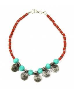 Náhrdelník, červené a tyrkysové korálky, stříbrné spirálky, zapínání