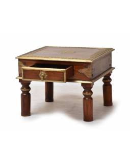 Konferenční stolek z palisandrového dřeva zdobený mosazným kováním, 60x60x45cm