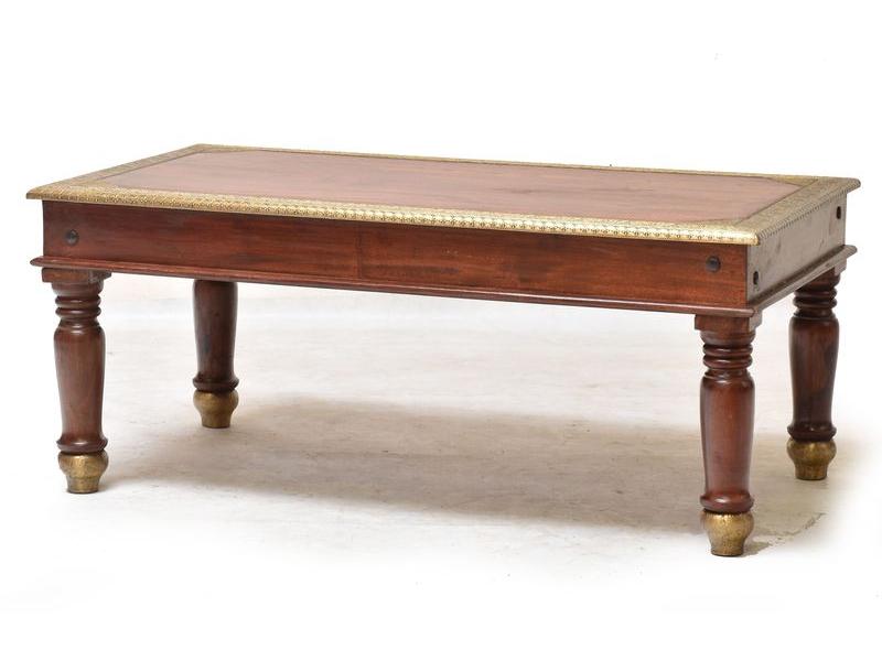 Konferenční stolek z palisandrového dřeva zdobený mosazným kováním, 110x60x45cm