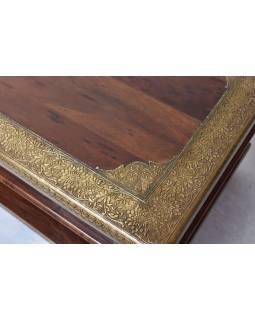 Konferenční stolek z palisandrového dřeva zdobený mosazným kováním, 120x60x45cm