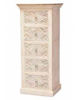 Šuplíková komoda z mangového dřeva, ručně vyřezávaná, bílá patina, 52x44x125cm