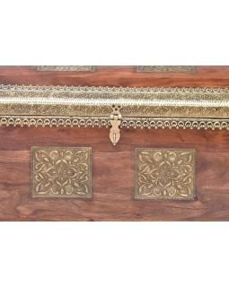 Truhla z palisandrového dřeva zdobená mosazným kováním, 70x38x48cm