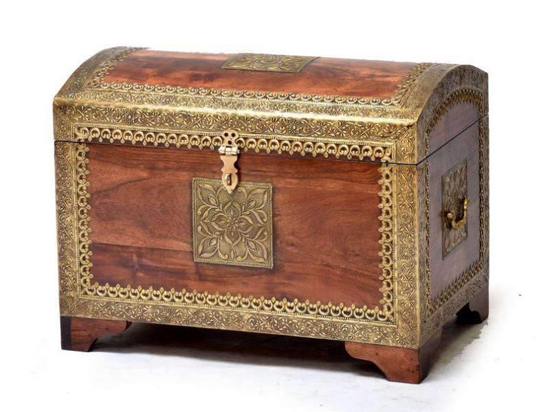 Truhla z palisandrového dřeva zdobená mosazným kováním, 55x35x42cm