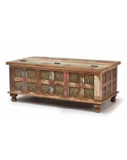 Truhla z teakového dřeva zdobená mosaznými slony, 120x60x45cm