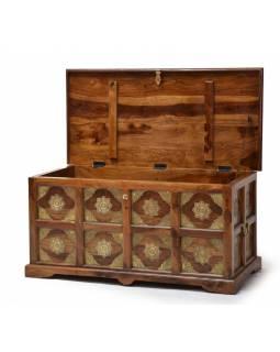 Truhla z palisandrového dřeva zdobená mosazným kováním, 105x50x50cm