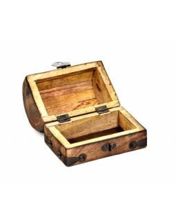 Dřevěná truhlička z mangového dřeva zdobená kováním, 13x8x9cm