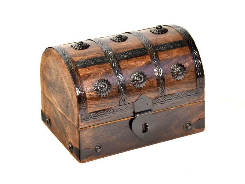 Dřevěná truhlička z mangového dřeva zdobená kováním, 17x12x12cm