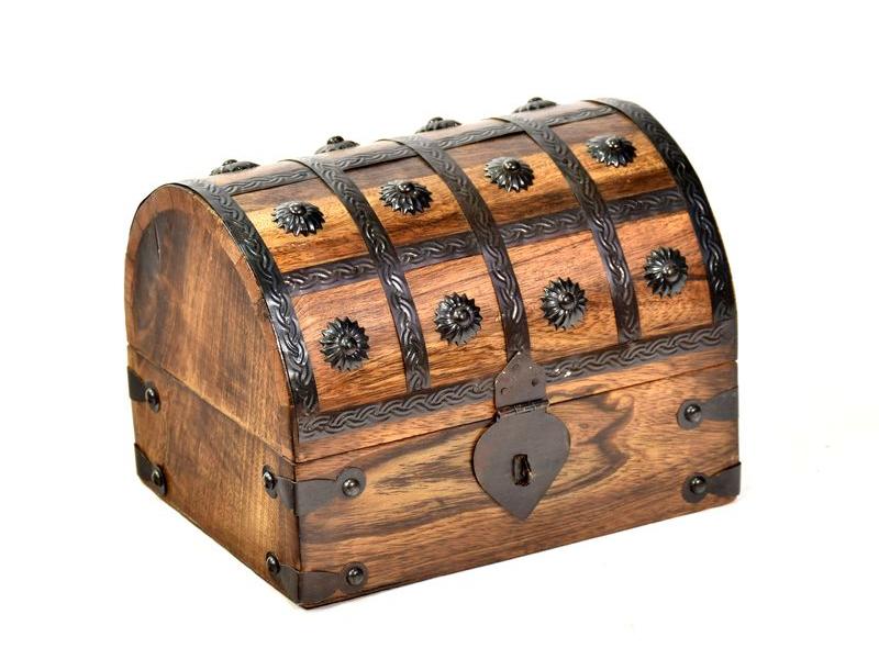 Dřevěná truhlička z mangového dřeva zdobená kováním, 20x16x15cm