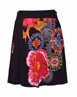 Krátká černá sukně s potiskem, elastický pas, šňůrka