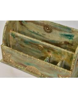 Ozdobný dřevěný pořadač zdobený mosazným plechem, 37x14x23cm