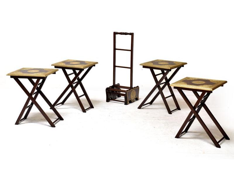 Čtyři skládací židličky z palisandu zdobené mosazí se stojánkem, 36x22x81cm