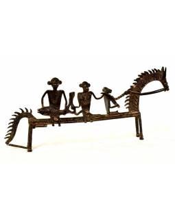 Jezdci na koni, mosazná soška, tribal art, 39x4x16cm
