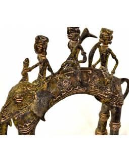 Jezdci na slonovi, mosazná soška, tribal art, 20x7x18cm