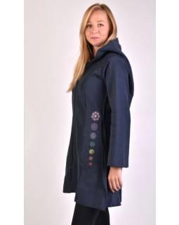 Tmavě modrý fleecový kabátek s dlouhou kapucí, zapínání na zip, výšivka, kapsy