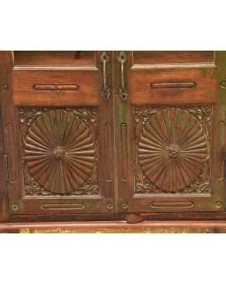 Prosklená skříň z teakového dřeva, ruční řezby, 79x31x100cm
