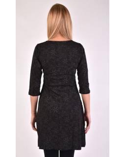 Černé šaty s tříčtvrtečním rukávem a potiskem květin, sklady na boku, výšivka