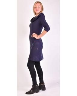 Tmavě modré šaty s kapucí/límcem, tříčtvrteční rukáv, kapsy, potisk a výšivka