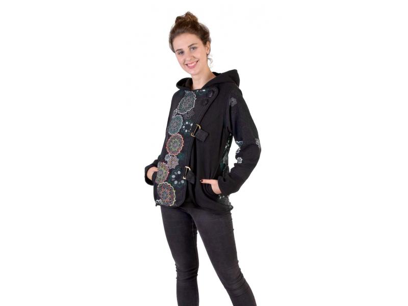 Krátký fleecový kabátek s kapucí, černý, zapínaní na zip, potisk a výšivka mand