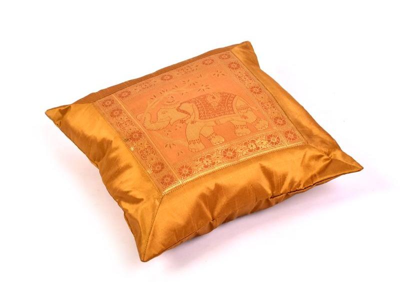 Povlak na polštář, zlatý se sloním designem, výšivka, 40x40cm