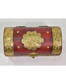 Dřevěná krabička s mosazným kováním, červená, 15x8x8cm