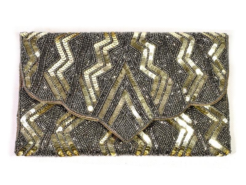 Stříbrné psaníčko-kabelka bohatě vyšívaná korálky a flitry, řetízek, 29x17cm