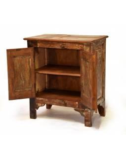Stará skříňka z teakového dřeva, 67x39x75cm