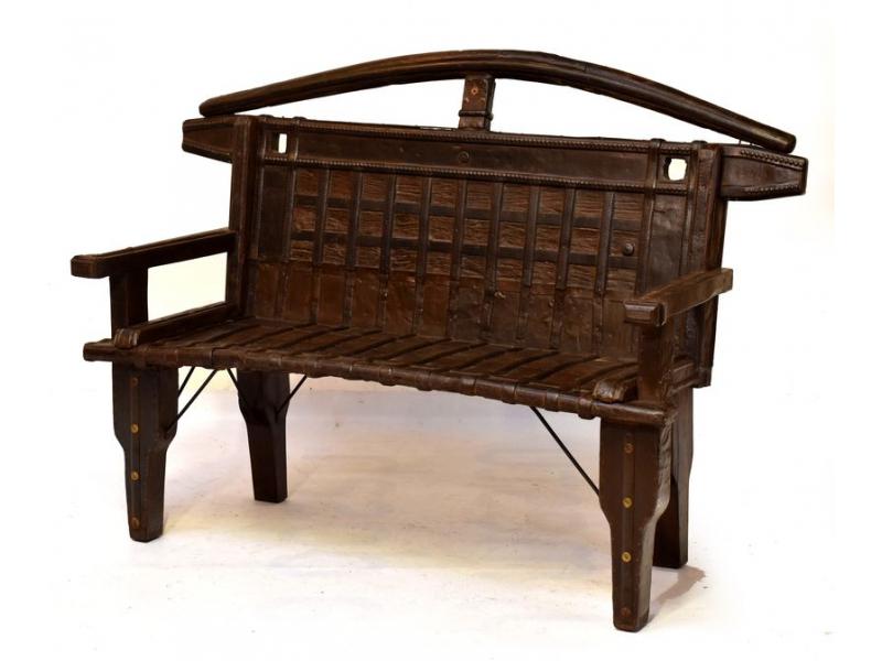 Masivní lavice z antik teakového dřeva s mosazným kováním, 134x56x108cm