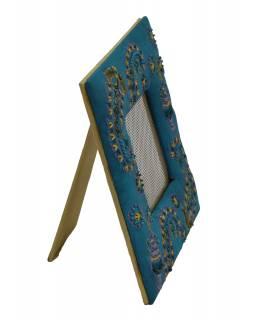 Věšáček na náušnice v ručně vyšívaném rámečku, tyrkysový s flitry, 19x19cm