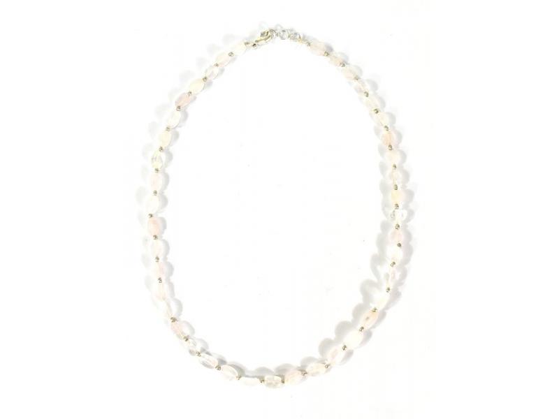 Zapínací náhrdelník s korálky z růženínu, postříbřený (10µm), 44cm