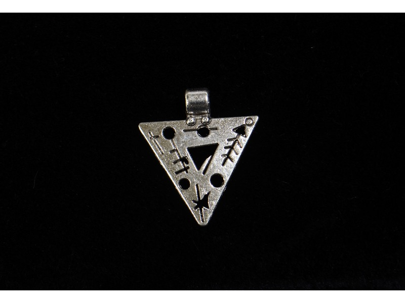 Postříbřený přívěsek-talisman ve tvaru trojúhelníku, 2,5cm (10µm)