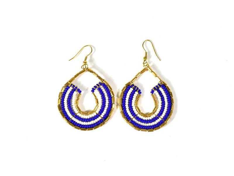 Kruhové visací náušnice s bílo-modrými korálky, zlatý kov