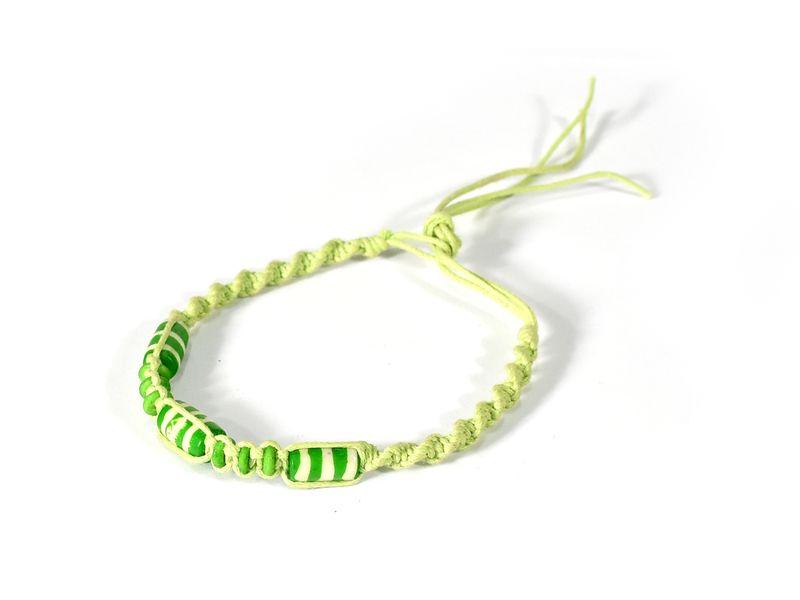 Zelený pletený náramek se zelenými korálky, nastavitelná velikost