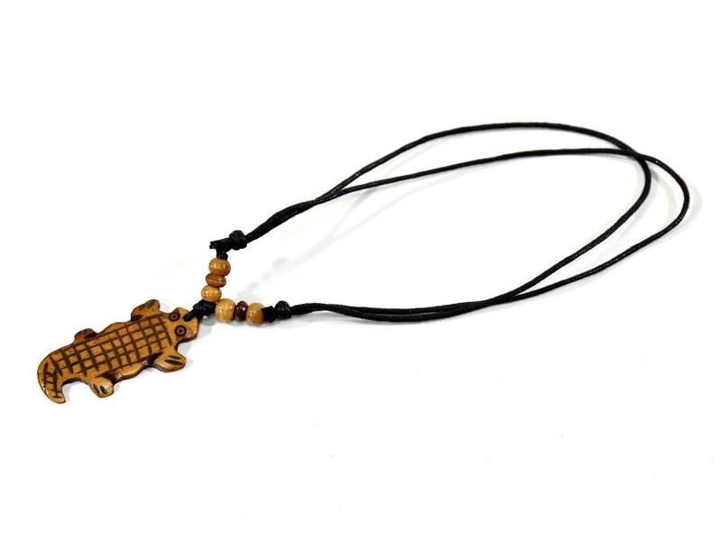 Kostěný náhrdelník na šňůrce, krokodýl, cca 5 cm