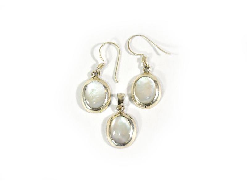 Set stříbrné visací náušnice a přívěsek vykládané perletí v barvě bílé, AG 925