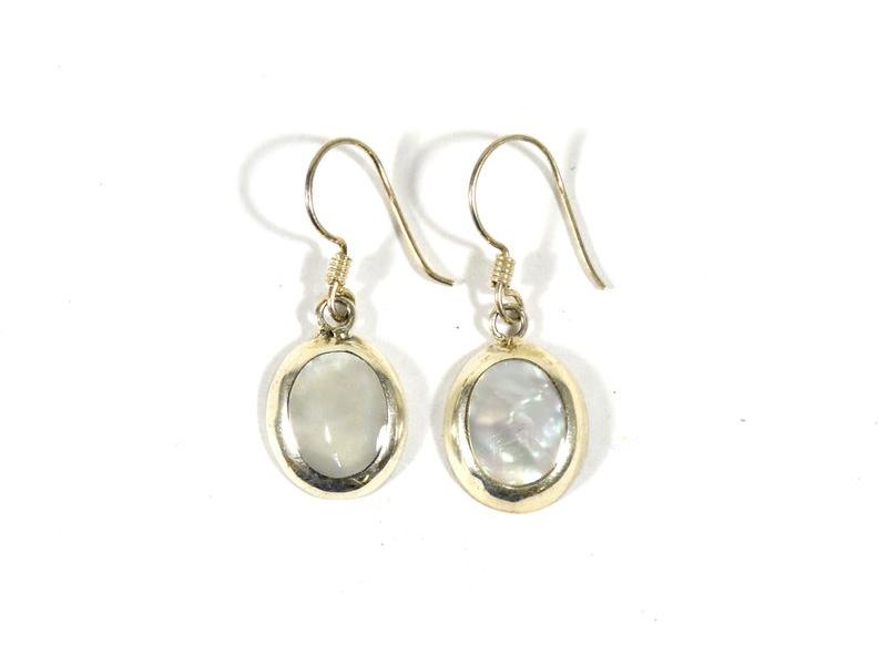 Stříbrné visací náušnice vykládané perletí v barvě bílé, AG 925/1000