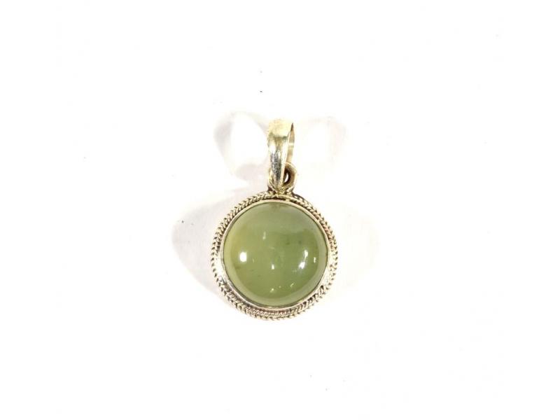 Stříbrný přívěsek vykládaný jadeitem, kámen cca 1,5 cm, AG 925/1000