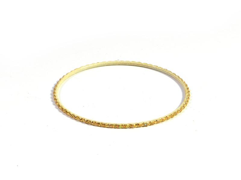 Kruhový náramek s vroubkováním a třpytkami, zlatý