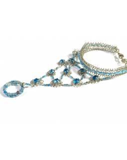 Pundža, náramek s prstenem z bílého kovu a jemných skleněných korálků, tyrkysový