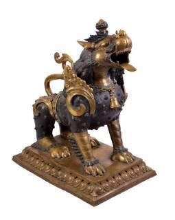Metal statue, chrámový lev a lvice, výška 84cm, velikost podstavce 46,5 x 69,5cm