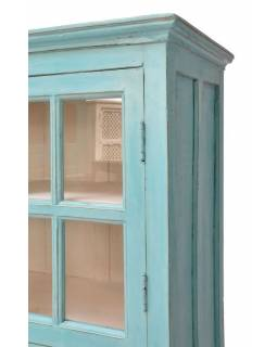 Prosklená skříň se vyrobená z mangového dřeva, tyrkysová patina,  93x42x159cm