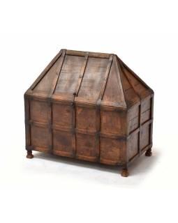 Stará truhla z teakového dřeva, železné kování, 58x35x60cm