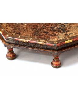 Starý osmiboký stolek zdobený mosazným kováním, teakové dřevo, 78x78x17cm