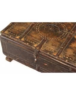 Stará truhlička - šperkovnice z antik dřeva, ručně vyřezávaná, 43x31x20cm
