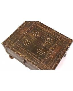 Stará truhlička - šperkovnice z antik dřeva, ručně vyřezávaná, 37x30x21cm