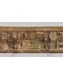 Dřevěný panel s hačky složený ze starých řezeb, 92x10x13cm